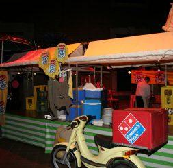 Hexspoor, 1-6-2012,FG, Gert-Jan, (camping) domino's pizza brommer, kraampjes