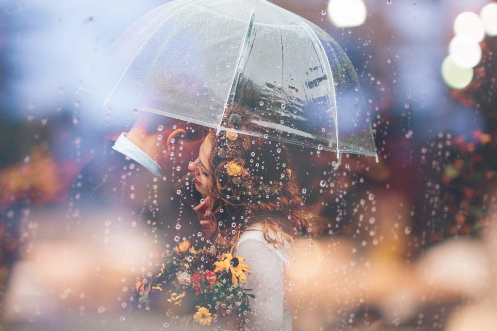 Slecht weer op trouwdag paraplu